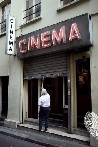 Последното порно кино в Париж затваря врати